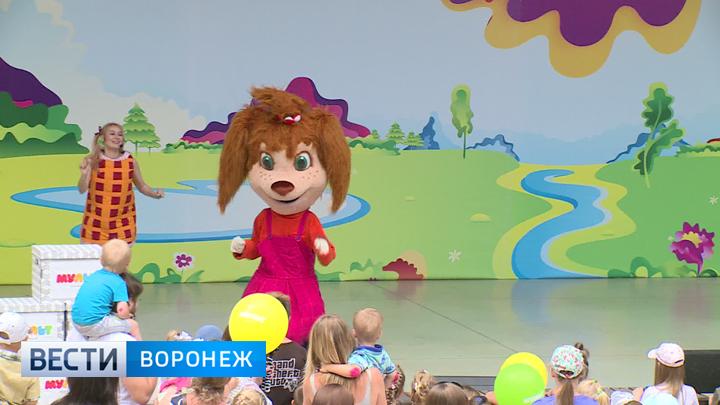 Спектакль с мульт-героями не оставил воронежских малышей равнодушными