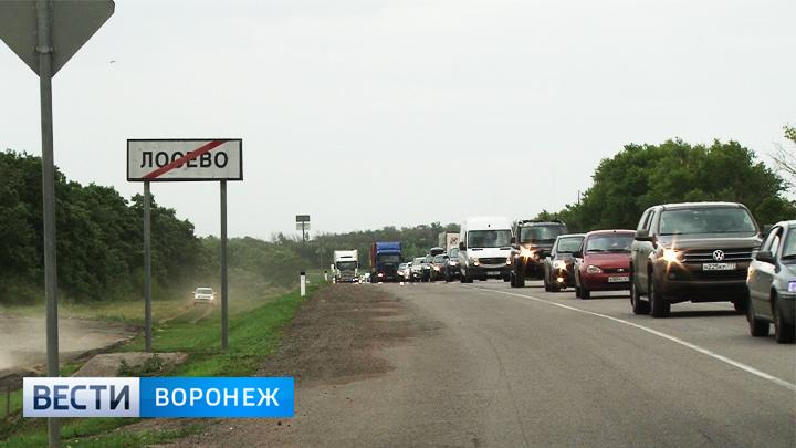 Пробка на воронежской трассе М4 «Дон» у села Лосева на выходных растянулась на 10-50 км