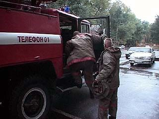80 гектаров сухой травы тушили 10 пожарных машин