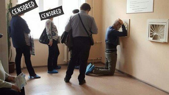 Эксперт о воронежце на коленях в поликлинике: «Важна не высота окна, а доступ к услуге»