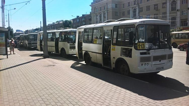 Девушке, которая пожаловалась в соцсетях на маршрутчиков, порекомендовали уехать из Воронежа
