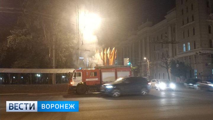 В центре Воронежа вспыхнул рекламный щит