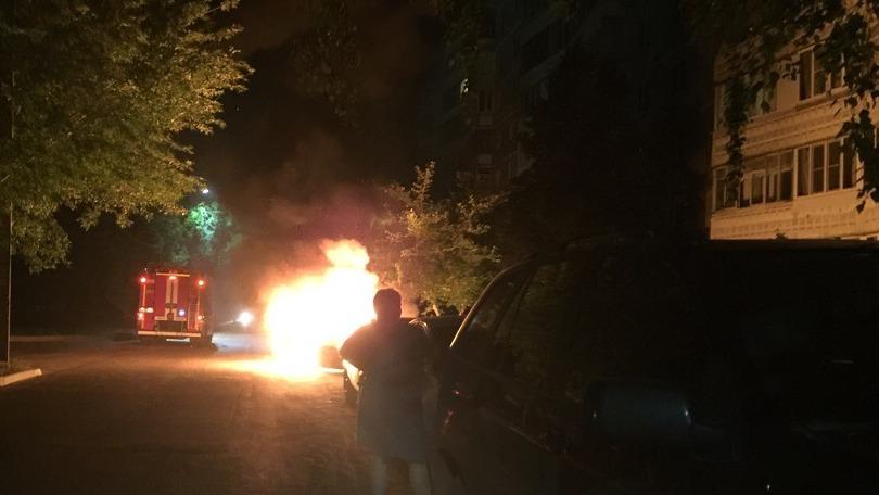 В Воронеже сгорела машина, которую ранее неизвестные заливали монтажной пеной