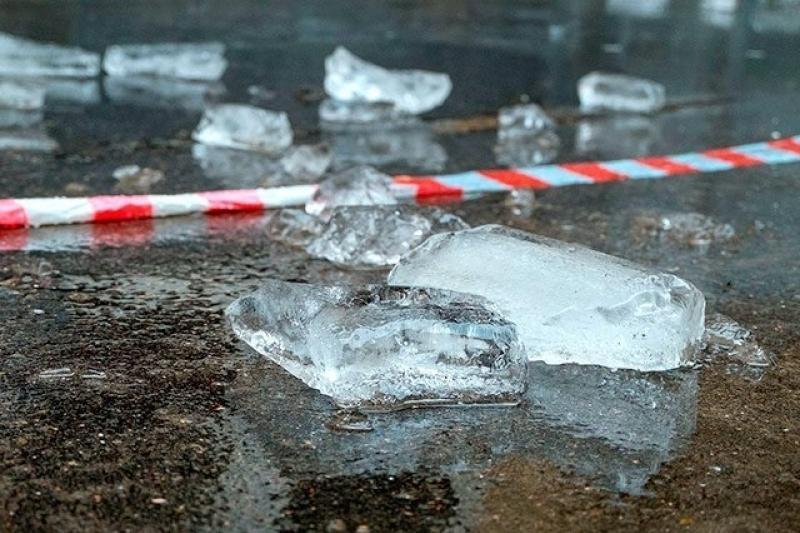 В Воронеже мужчину убило упавшей сосулькой