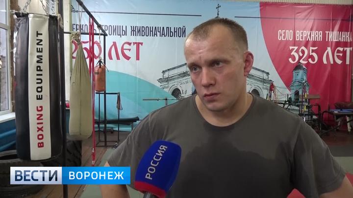 В Воронежской области сельский глава жмёт штангу от груди и жителям советует