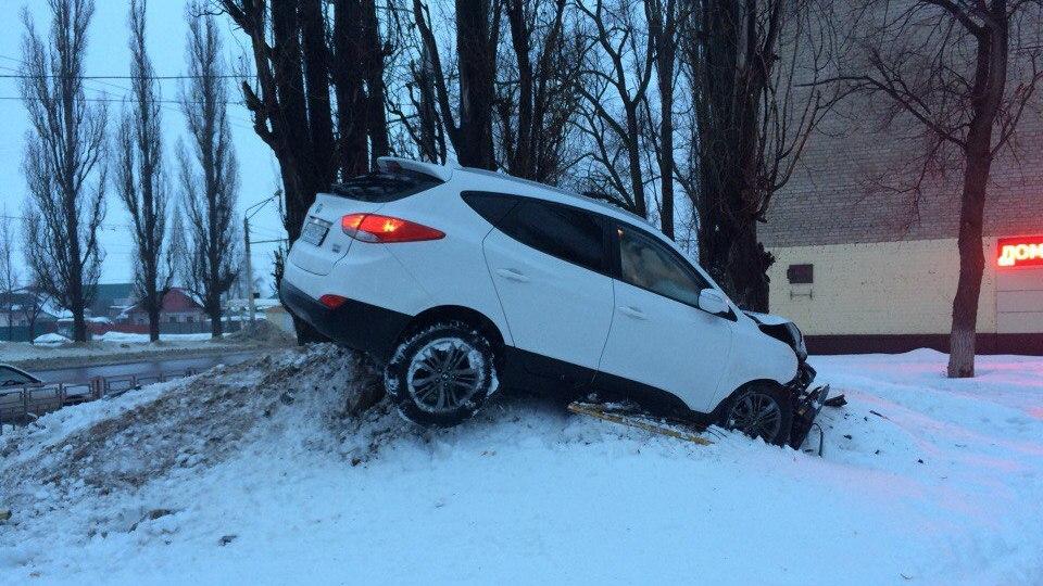 Появились подробности угона машины, на которой неизвестный устроил 3 ДТП в Воронеже