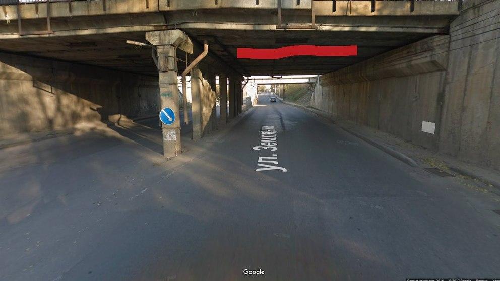 В Воронеже на дорогу рухнула часть моста