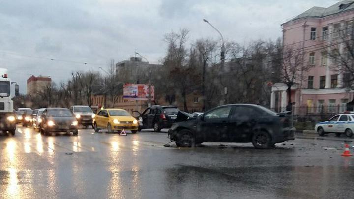 В Воронеже при столкновении двух иномарок пострадали 4 человека