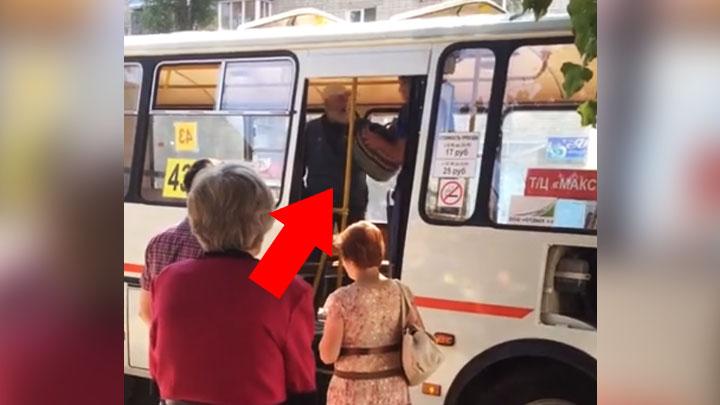 В Воронеже на видео попала потасовка между маршрутчиком и пенсионером