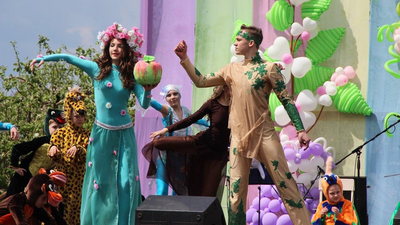 Жителей Воронежской области позвали на открытие скульптуры «Адам и Ева» на фестивале «Цветущая яблоня»