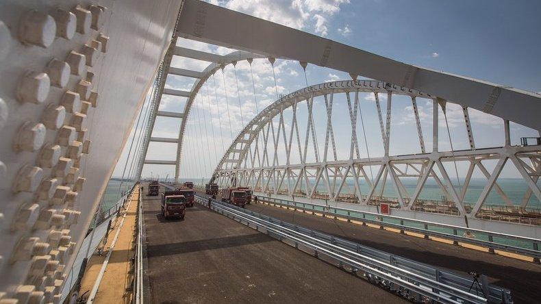 Более тысячи авто проехали по Крымскому мосту за час после открытия
