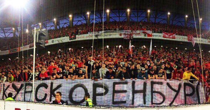 Фанаты «Спартака» сделали огромный баннер про избиение воронежцев в Курске