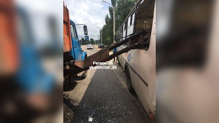 Перевозчик о ЧП с упавшим на женщину ковшом мусоровоза в Воронеже: жертв могло быть больше