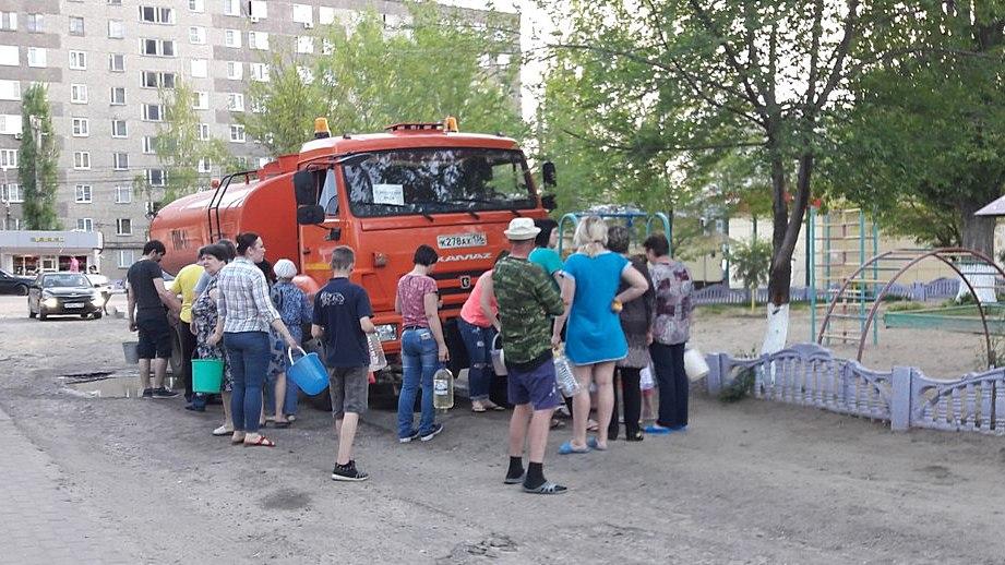Министр МЧС поручил вернуть воду в три микрорайона Воронежа в кратчайшие сроки