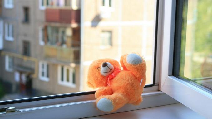 В Воронеже спасли ребёнка, свисавшего из окна 5 этажа