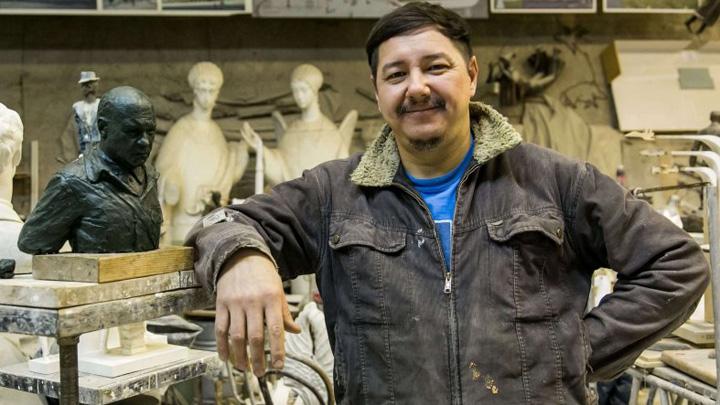 Из Воронежского педуниверситета уволили известного скульптора Максима Дикунова