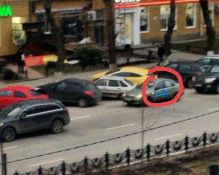 Фото: В центре Воронежа неизвестные исписали краской неправильно припаркованные авто