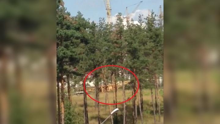 Очевидцы: в воронежском микрорайоне рухнул строительный кран