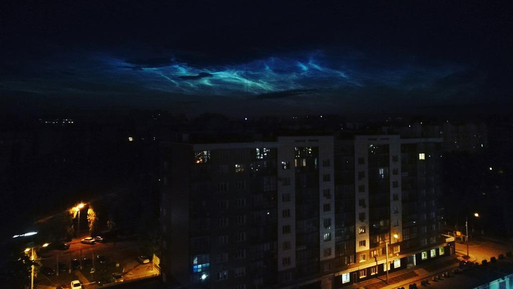 Горожане сфотографировали редкие серебристые облака в небе над Воронежем