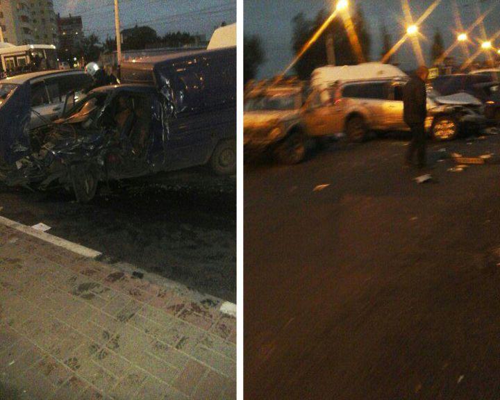 ФОТО: В Воронеже у Вогрэсовского моста произошло крупное ДТП с 6 автомобилями