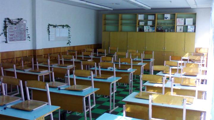 Четыре этажа воронежской школы затопило из-за прорыва трубы отопления