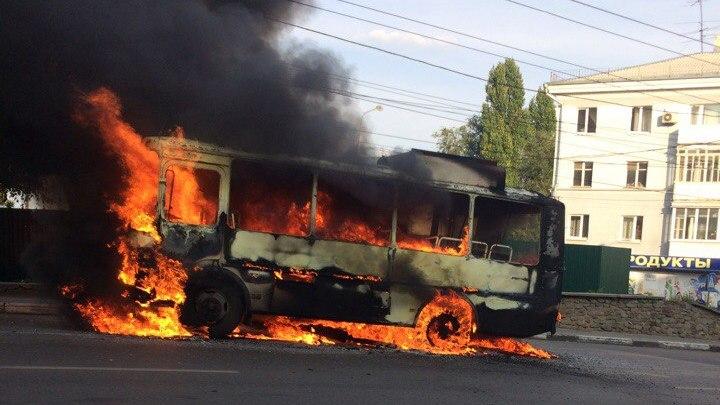 В Воронеже сгорел маршрутный «ПАЗ»