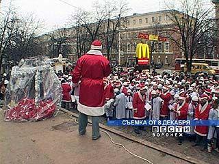 """Акция """"Возвращенный праздник"""" собрала около 4.000 Дедов Морозов"""