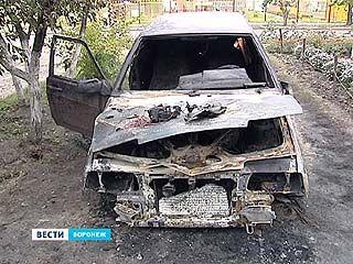 Аппетиты поджигателей растут - за одну ночь в Воронеже сгорели 4 машины