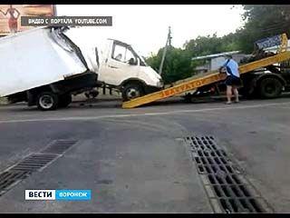 """Авария возле Каменного моста: """"Газель"""" переломилась пополам"""