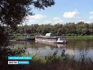 Баржа с корпусом ядерного реактора для НВАЭС-2 засела на мели на Дону