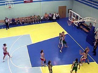 Баскетбольный турнир на Кубок памяти Валерия Кузина продолжается
