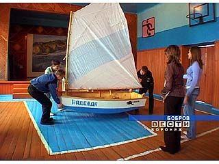 Бобровские школьники смастерили яхту