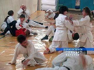 Борисоглебские ребята делают из подвалов оборудованные спортзалы