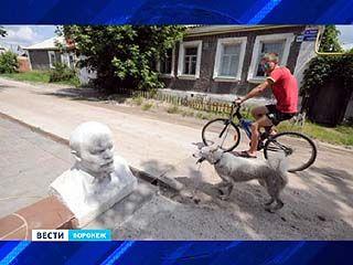 Бюст Владимира Ильича Ленина стал частью бордюра одного из частных домов