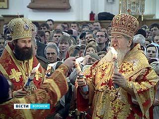 Частицу благодатного огня в Воронеж доставили на самолёте из Москвы