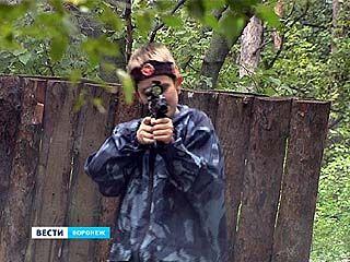 """Чемпионат по лазерстрайку в парке """"Танаис"""" испугал случайных зрителей"""