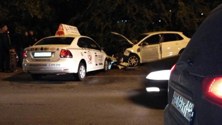 В Воронеже в ДТП с такси и иномаркой пострадала 3-летняя девочка