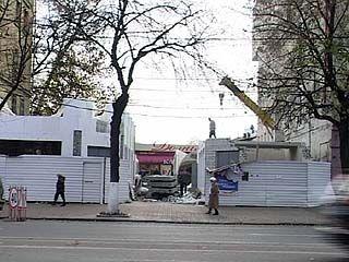 """Декоративную стену возле кафе """"Домино"""" всё же снесли"""