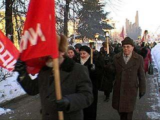 День защитника Отечества для коммунистов: факелы и критика нынешней власти