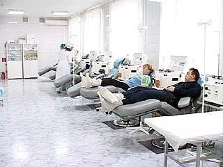 Депутаты областного парламента сдают кровь, чтобы помочь больным детям