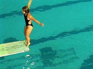 Десятки спортсменов съехались на турнир по прыжкам в воду