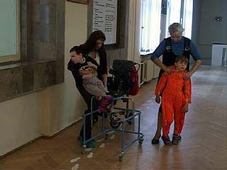 Дети-инвалиды и семьи, взявшие на воспитание сирот получат 15 млн. рублей