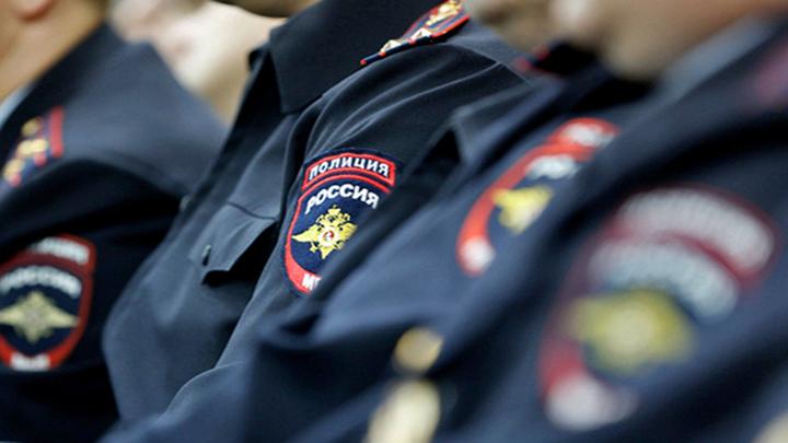 В Воронеже трое полицейских избили мужчину и отобрали у него деньги