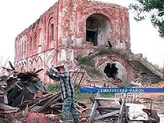 Донские казаки восстанавливают старинный храм