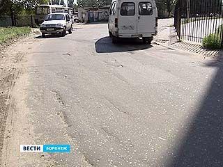 Дорога на Минской и Серафимовича после ямочного ремонта уже в трещинах