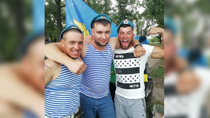 «За ВДВ!» Воронежские десантники поделились фото с праздничных гуляний