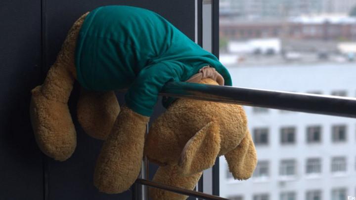 В Воронеже 1,5-годовалая малышка разбилась, выпав из окна 7 этажа