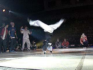 Фестиваль по уличному брейк-дансу собрал 16 лучших команд