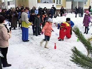 Финальным аккордом новогодних каникул стали дворовые ёлки