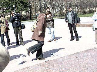 Флэш-моб против нацизма прошел на площади Победы